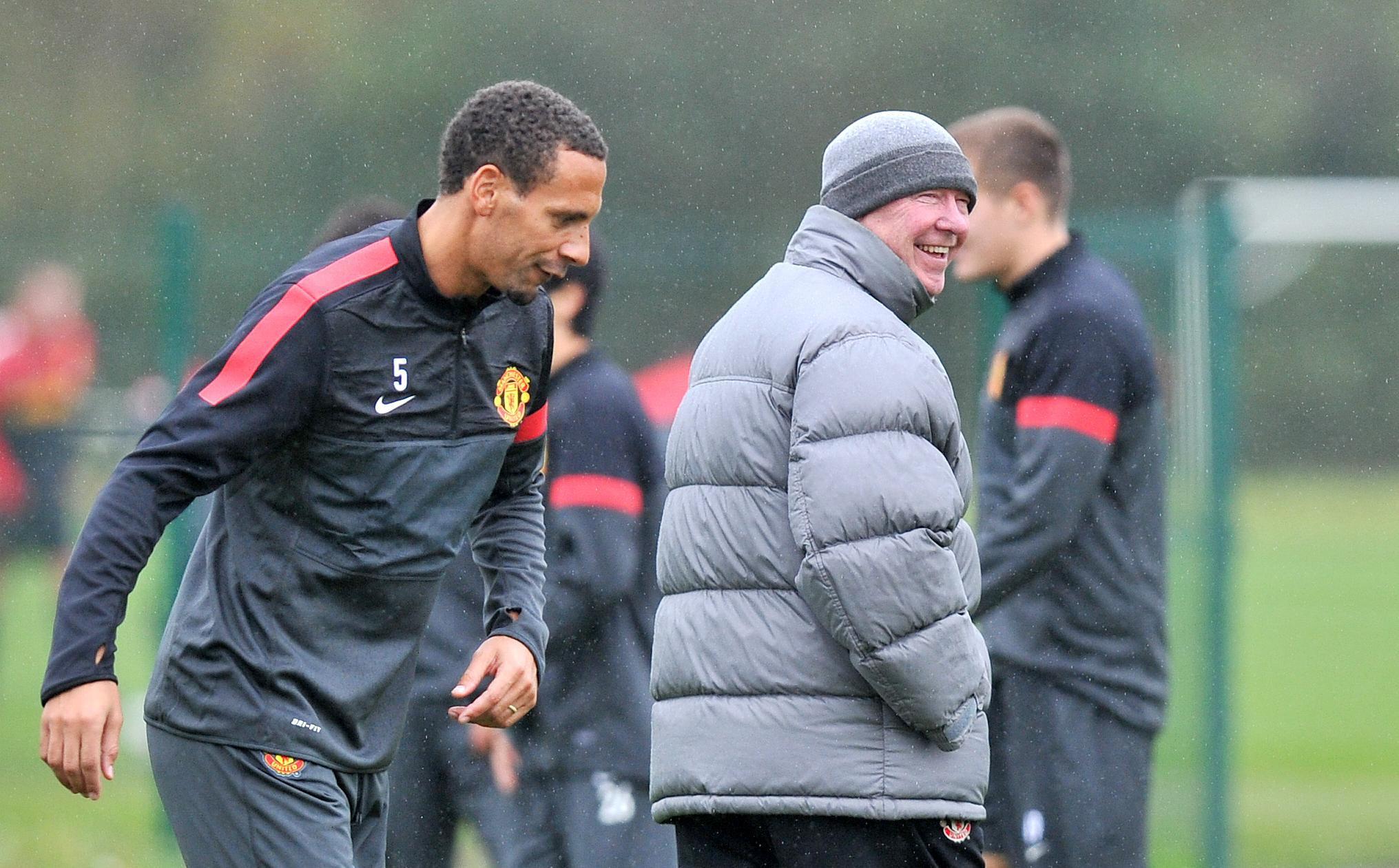 Rio Ferdinand, à gauche, aux côtés de son ancien patron à Manchester United Sir Alex Ferguson