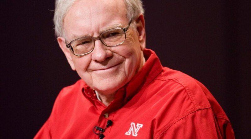 Warren Buffett a conseillé aux diplômés de lire, d'apprendre à s'exprimer et de trouver un travail qu'ils aiment dans une adresse virtuelle samedi.  Voici les 11 meilleures citations.