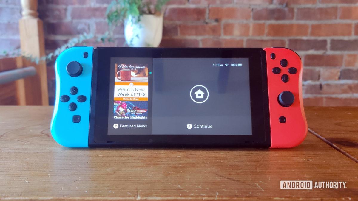 Examen du contrôleur Kinvoca Joypad pour Nintendo Switch attaché au commutateur