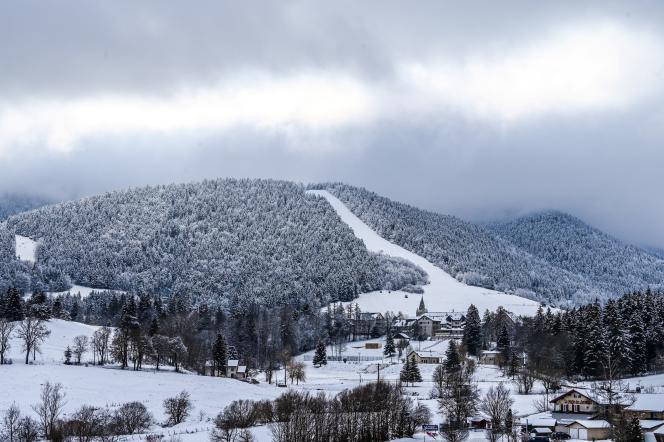 Piste de ski vide à Villard-de-Lans (Isère),le 5 janvier 2021.