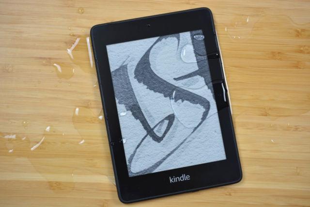 Le Kindle Paperwhite étanche d'Amazon.