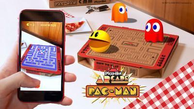 Pizza Hut sert & # x002018; Newstalgia & # x002019;  campagne célébrant ce que les fans savent et aiment de la pizzeria, mais avec une touche contemporaine.  Donnant vie à la campagne, la marque dévoile une boîte PAC-MAN en édition limitée comprenant un jeu de réalité augmentée et une chance de gagner une armoire de jeu PAC-MAN personnalisée.
