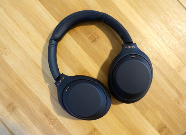Casque à réduction de bruit WH-1000XM4 de Sony.