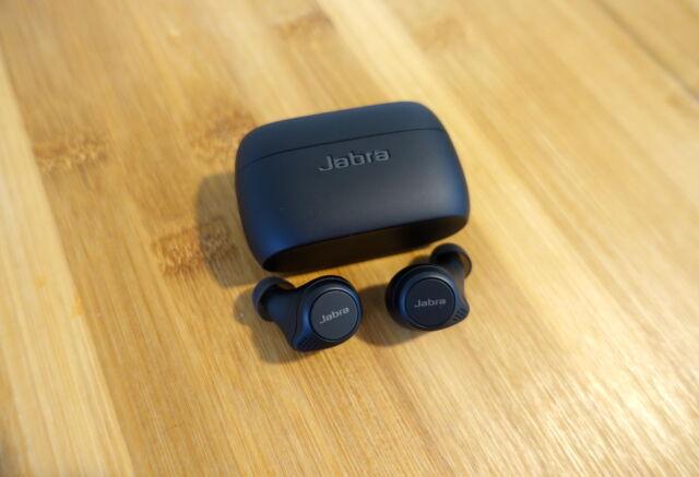L'Elite 75t de Jabra est une paire d'écouteurs sans fil merveilleusement bien équilibrée.