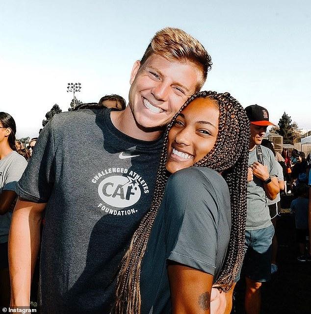 Retour: Tara fréquentait l'école en Californie et Hunter dans l'Utah lorsqu'elles ont toutes deux participé à la même compétition d'athlétisme à Pocatello, Idaho en 2017.