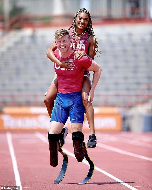 Incroyable!  Tara participera à la compétition olympique de saut en longueur, tandis que Hunter participera aux 100 et 400 aux Jeux paralympiques