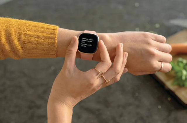 La montre connectée Fitbit Versa 3.