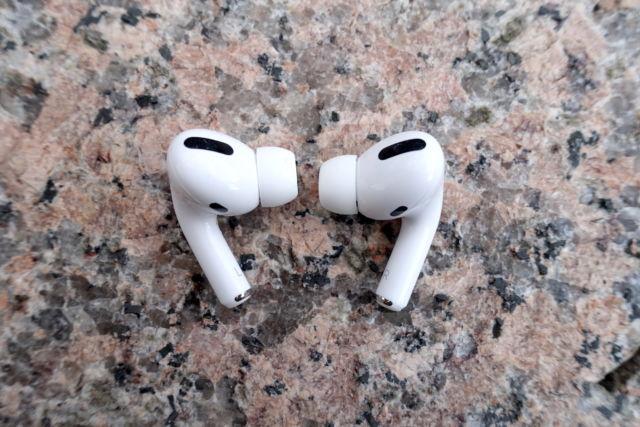 Les AirPods Pro d'Apple sont toujours de véritables écouteurs sans fil à réduction de bruit louables.