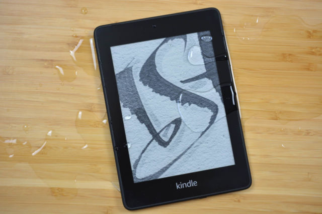 Le Kindle Paperwhite étanche d'Amazon reste un puissant lecteur de livres électroniques pour la plupart des gens.