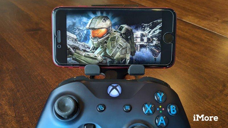 Xbox Game Pass Ios avec manette Xbox recadrée