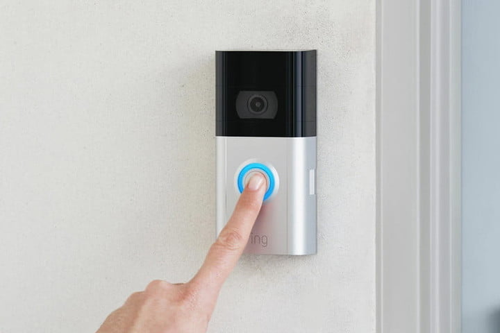 Personne interagissant avec la Ring Video Doorbell 3.