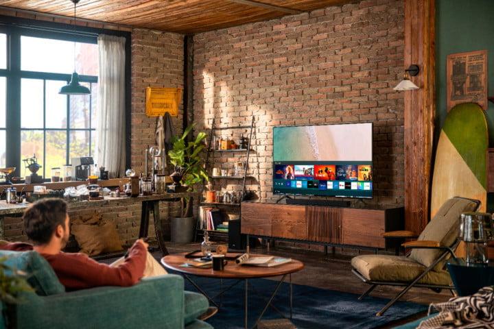 Le téléviseur 4K Samsung de classe 7 de 70 pouces dans un salon.