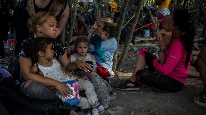 L'administration Biden va expulser des Haïtiens à Del Rio, au Texas