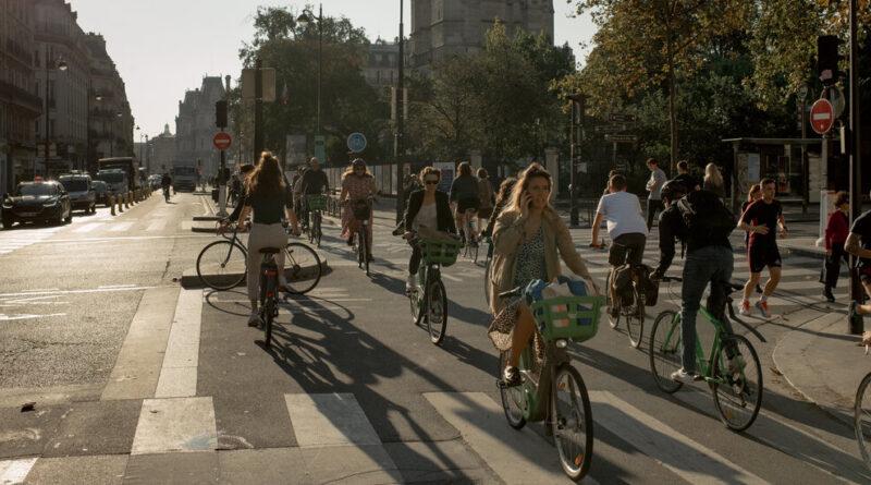 """Alors que les motards envahissent les rues, """"c'est comme si Paris était dans l'anarchie"""""""